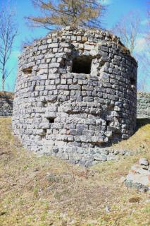 Byggd av slaggsten från hyttan